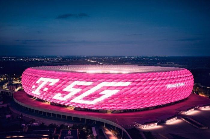 Allianz Arena erstrahlt in Telekom-5G-Branding